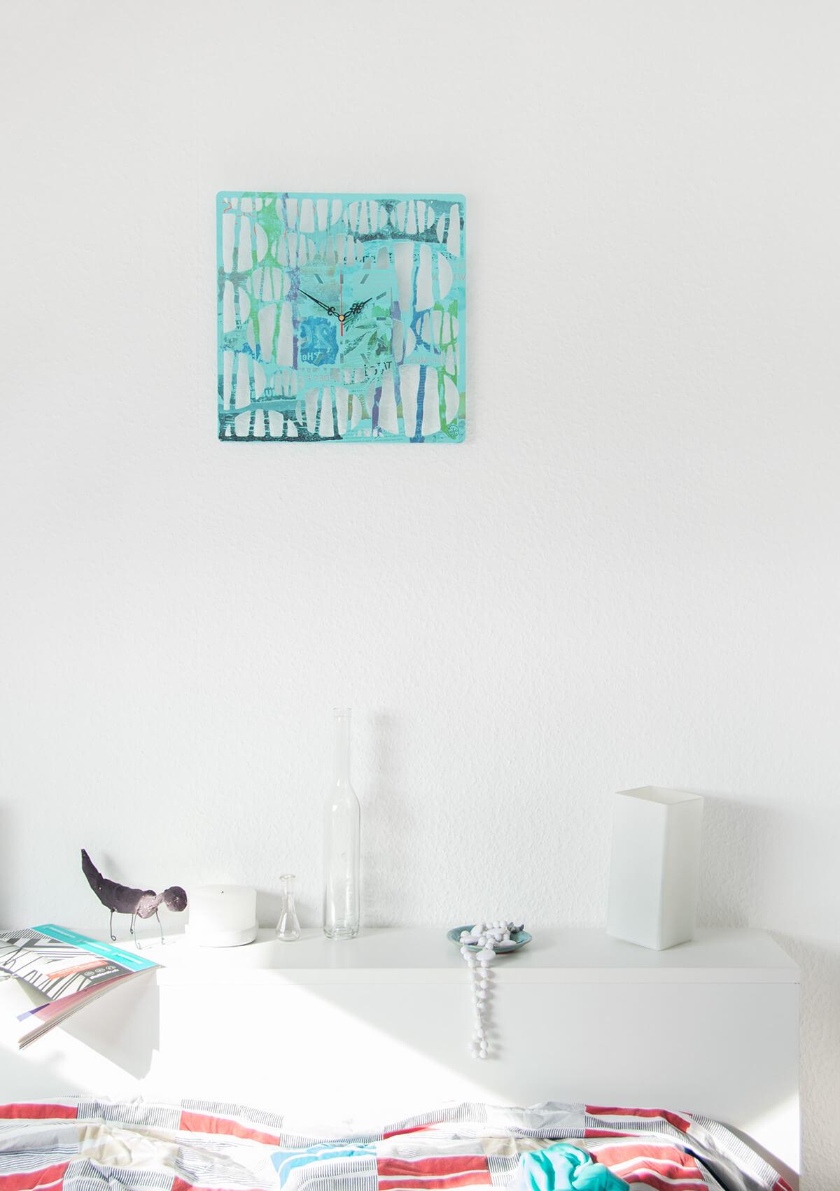 ausgefallene wanduhr aus holz waldsee wanduhren design atelier. Black Bedroom Furniture Sets. Home Design Ideas