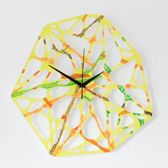 Mehrfarbige Wanduhr für Kinderzimmer