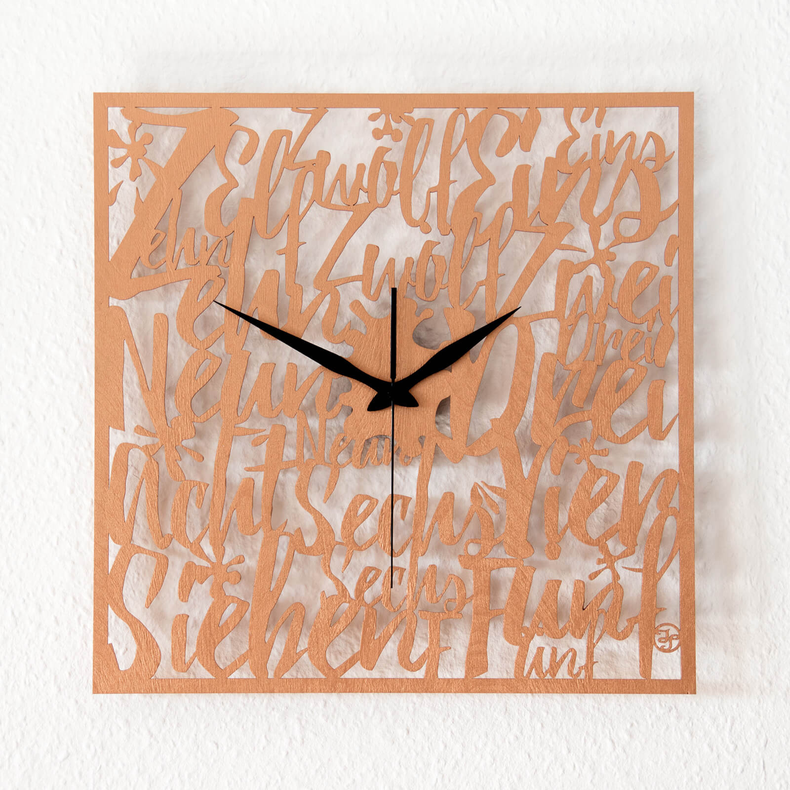 typografische wanduhr memories wanduhren design atelier. Black Bedroom Furniture Sets. Home Design Ideas