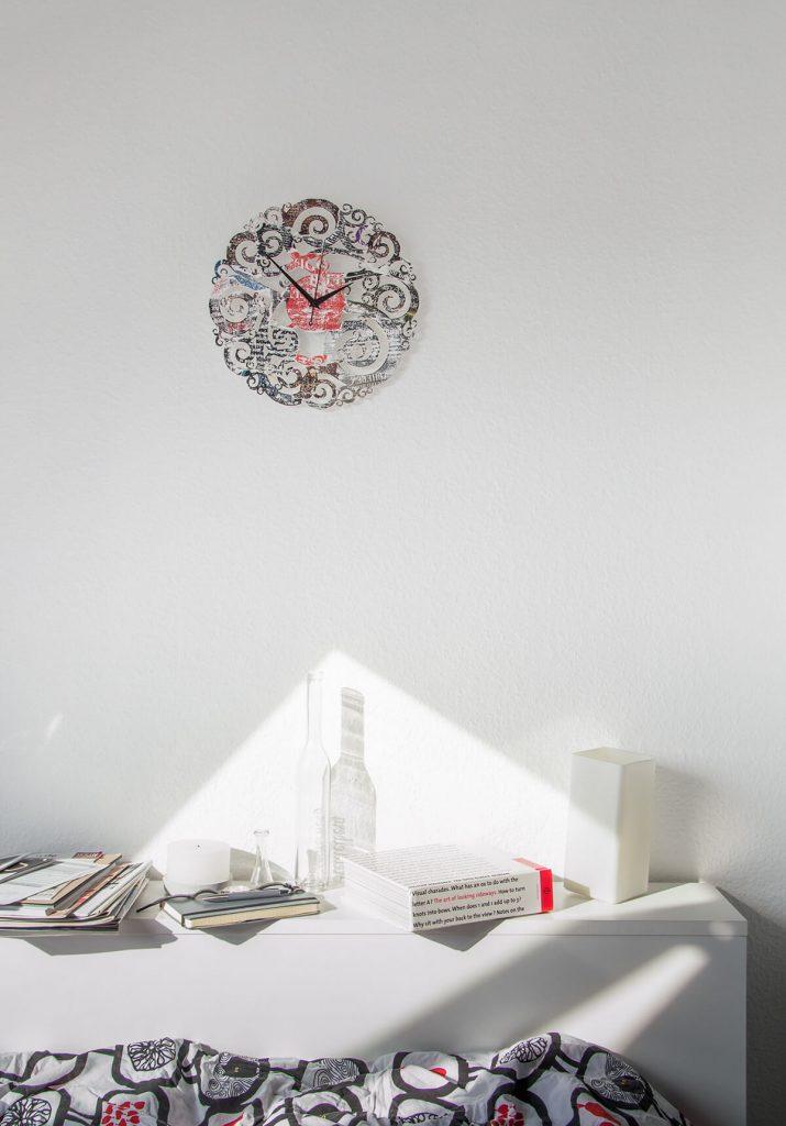 vintage wanduhr aus holz nacht in der stadt wanduhren design atelier. Black Bedroom Furniture Sets. Home Design Ideas