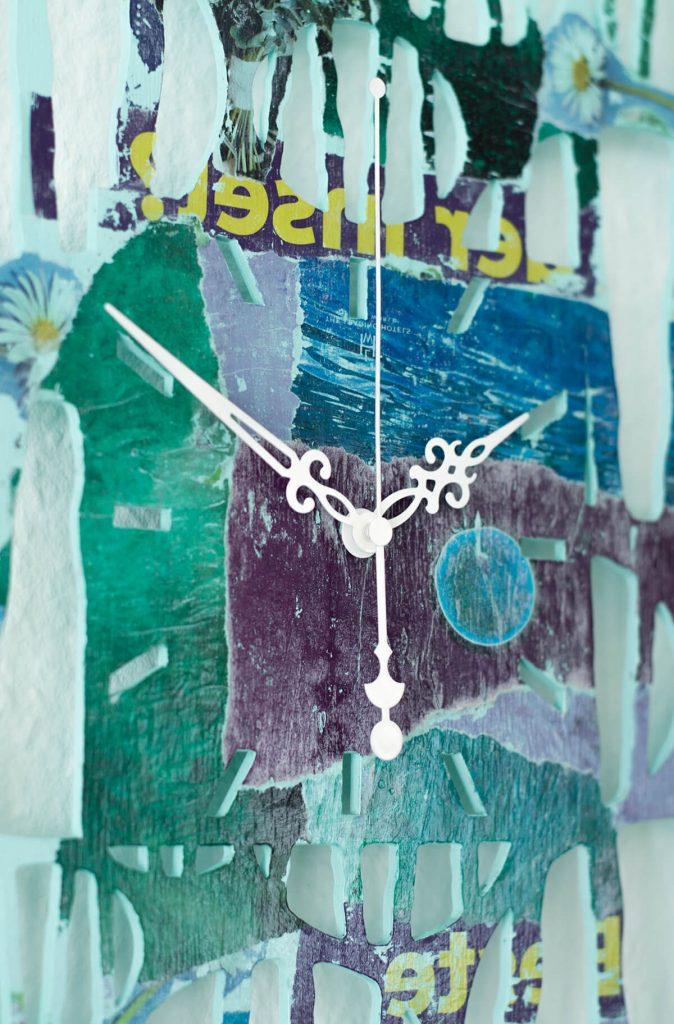 """Kunstvolle Wanduhr aus Holz """"Ferienzeit"""" für Schlafzimmer"""